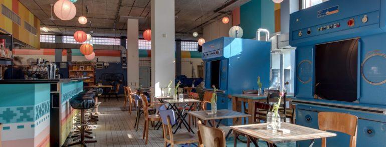 Restaurant in de wasserette van de Bijlmerbajes